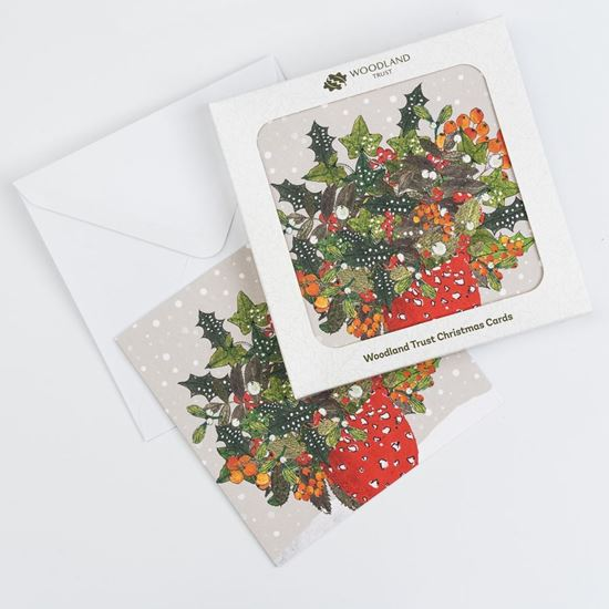 Holly and berries bouquet design pack of eight Christmas cards
